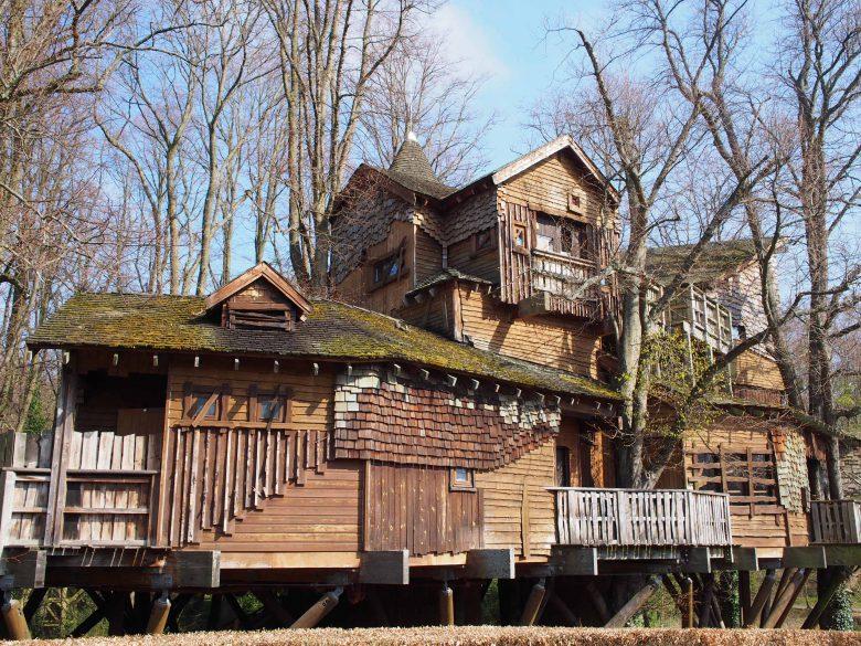 ハリーポッターの親友ハグリッドの家を連想させるツリーハウス