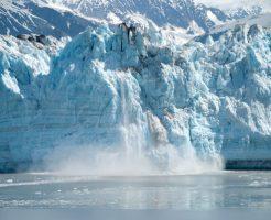 氷河が陥落するダイナミックな景観をみることができます