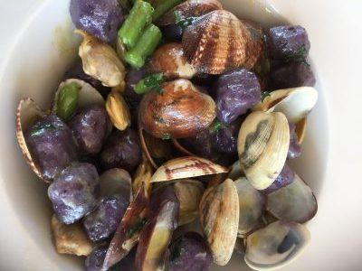 インゲンとアサリの紫芋ニョッキ。