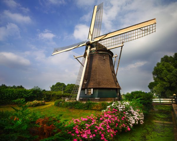 風車の風景はおなじみのオランダ
