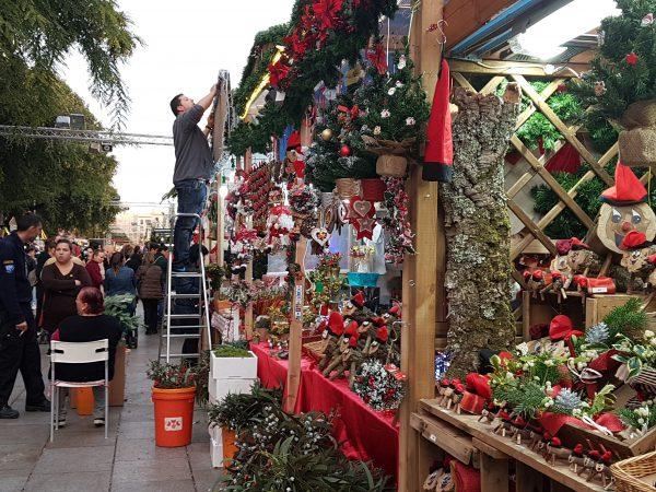 クリスマスマーケットのお客様は地元民と観光客半々