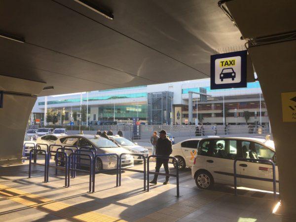 ローマ市内公認タクシーに乗りましょう