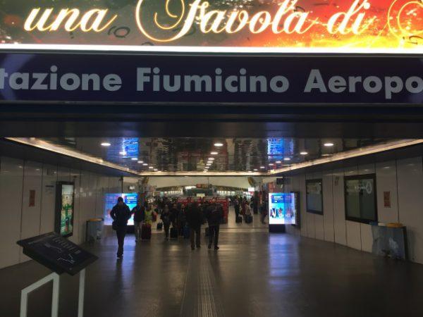 フィウミチーノ駅から電車でテルミニ駅へ