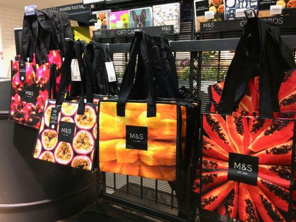 買い物で袋はいるか必ず聞かれます