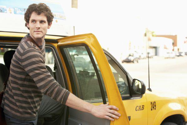 スペインではタクシーのドアを自分で開ける