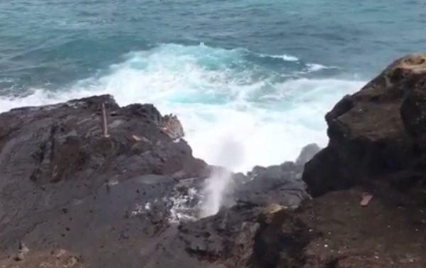 写真5_ハロナの潮吹き岩