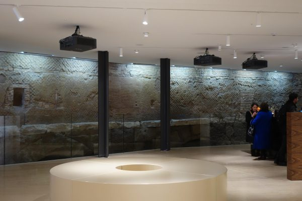 地下の古代ローマ時代の遺跡