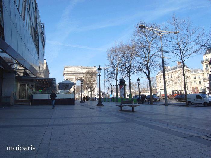 シャンゼリゼ通りにある5つ星ホテル「オテル バリエール ル フーケッツ」