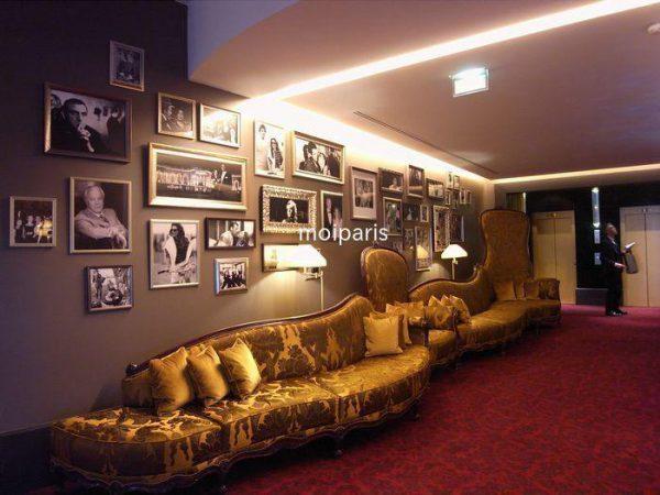 ホテルにはたくさんの映画スターの写真が