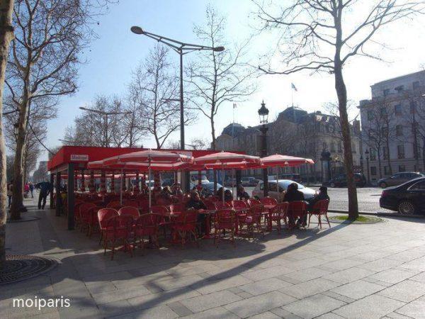 シャンゼリゼはパリらしい雰囲気の場所