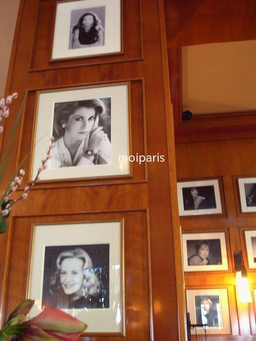 カフェ店内にも映画人の写真がいっぱい