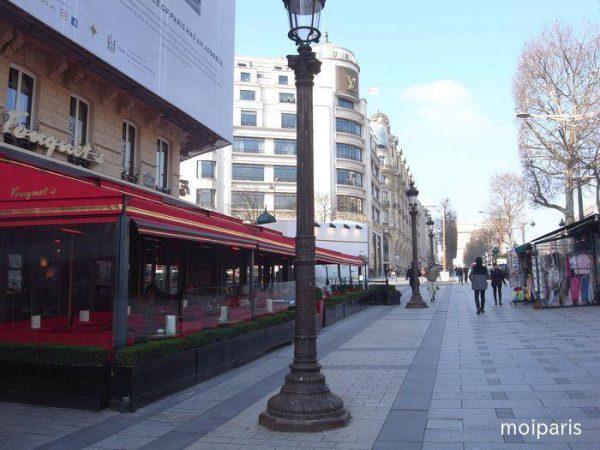 朝食後はシャンゼリゼ通りをお散歩デート