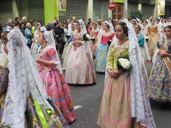 聖母マリアへの献花パレード
