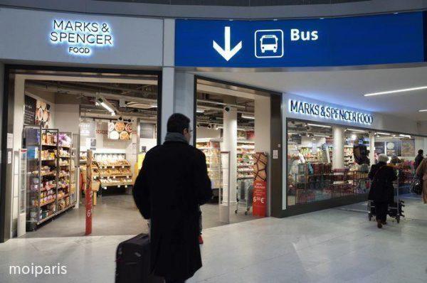空港からバスでパリ市内へ移動