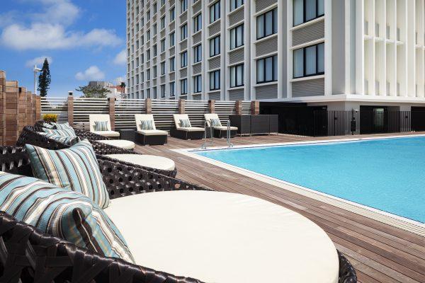 ホテル3階にあるプール