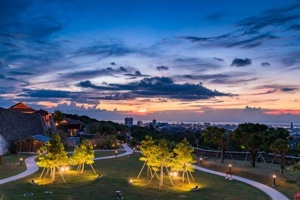 首里城と那覇の夜景