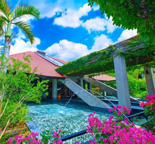 リニューアル後のオクマプライベートビーチ&リゾートエントランス