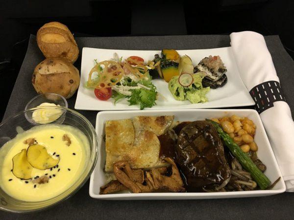 ビジネスの機内食