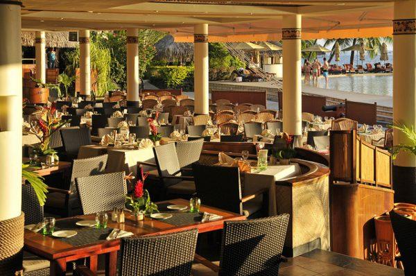 プールサイドにあるレストラン「ティアレ」