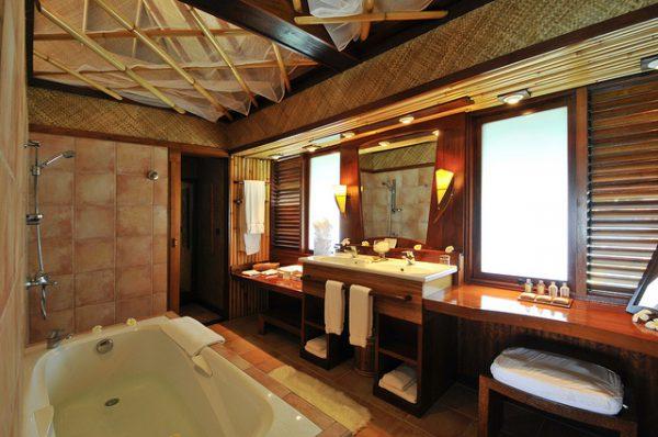 バスルーム(写真提供:インターコンチネンタル ル モアナ ボラボラ)