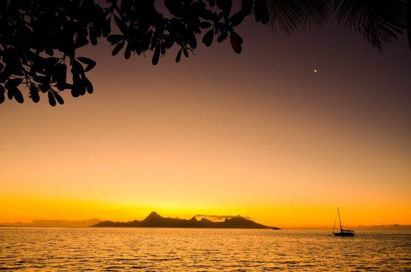 リゾートからはモーレア島を一望
