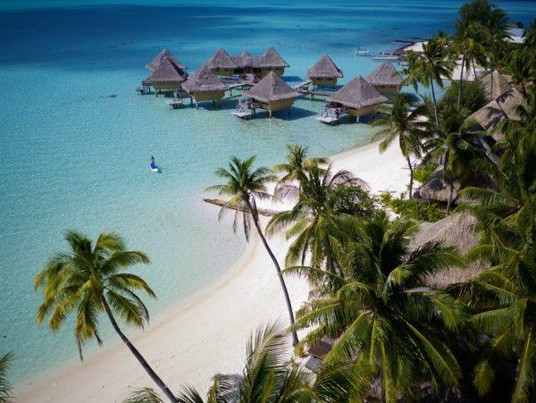 美しい白砂ビーチにたたずむリゾート