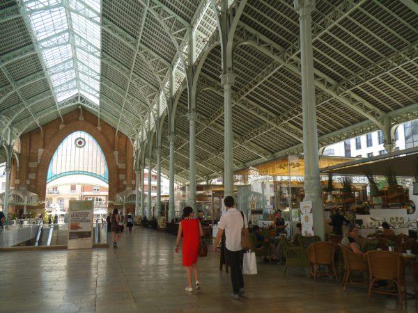 コロン市場の内部