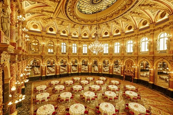 歴史的建造物「サロンオペラ」