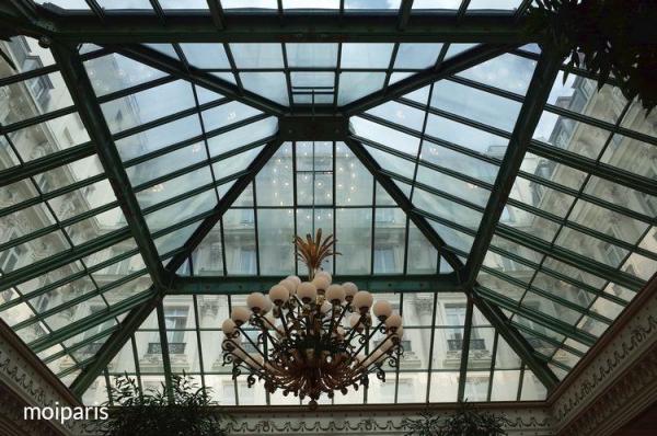 ロビーラウンジの天井