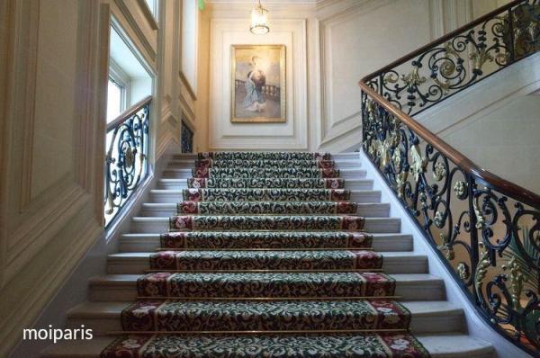 クラシカルな階段