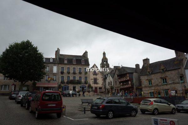 中世の街並みや古城が点在