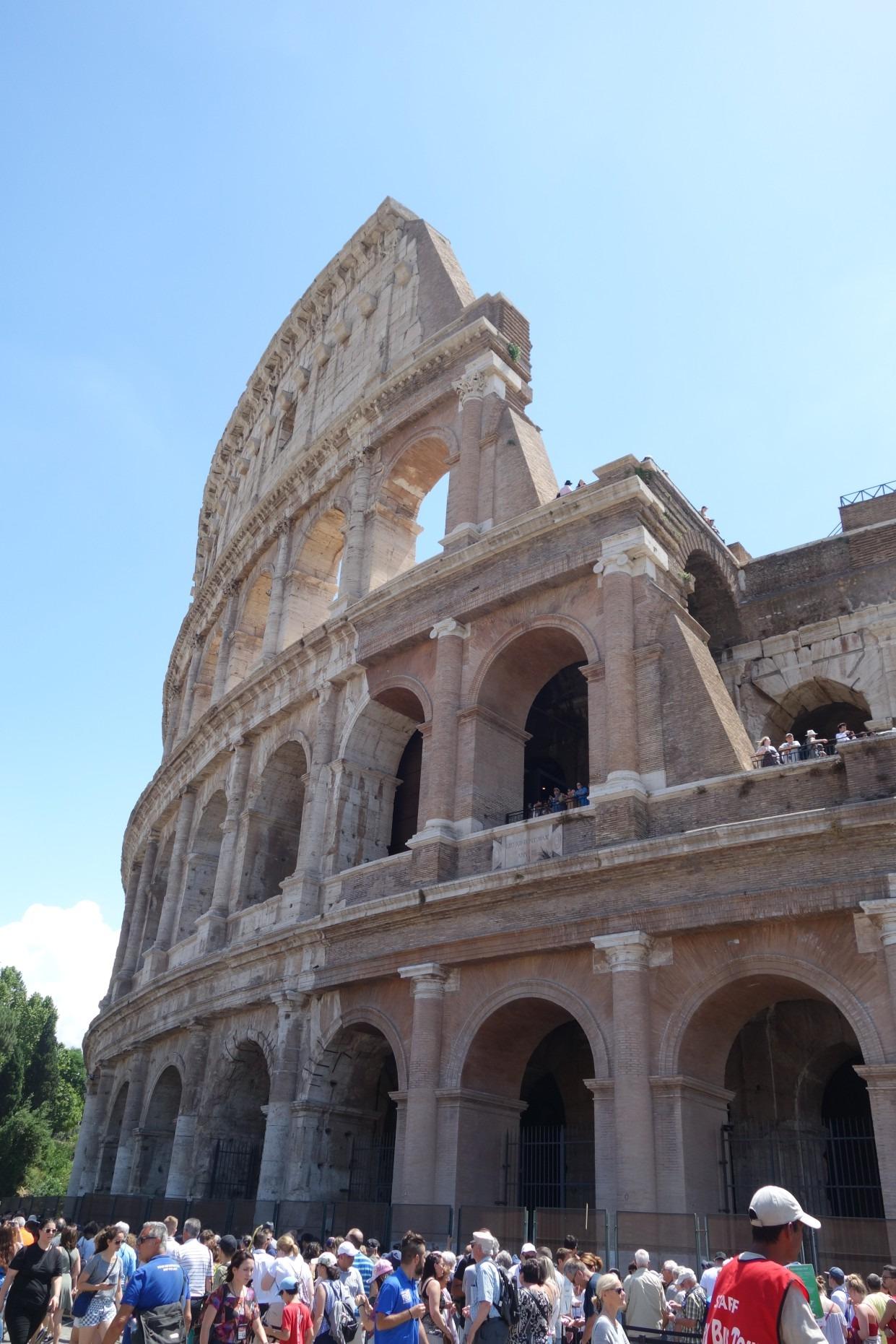 ローマ屈指の人気観光スポット「コロッセオ」