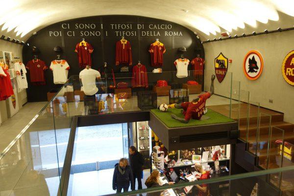 ASローマチームの歴史をパネル展示
