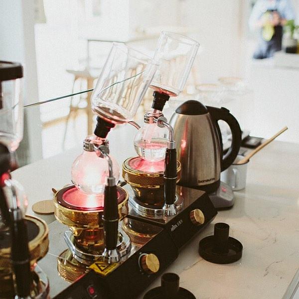 メルボルンでは珍しいサイフォン式のコーヒーも