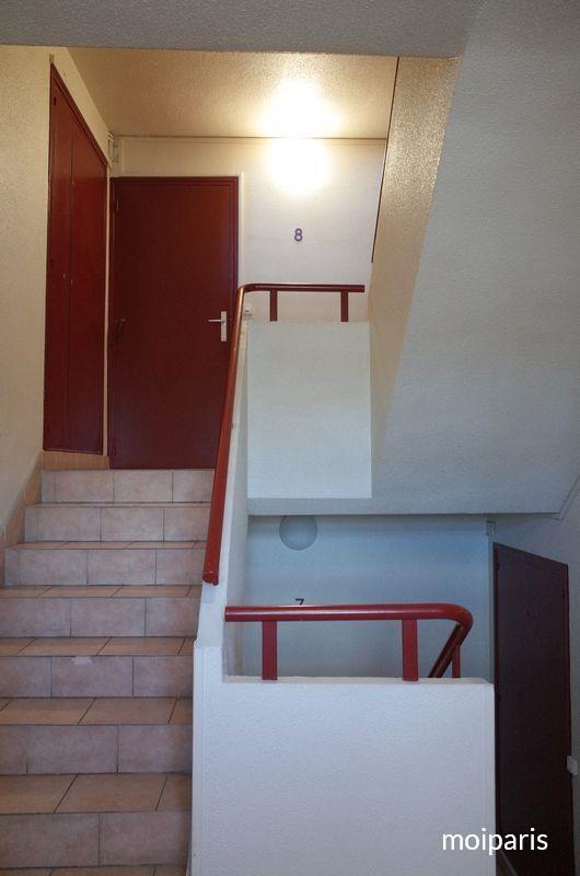 アパルトマンの階段