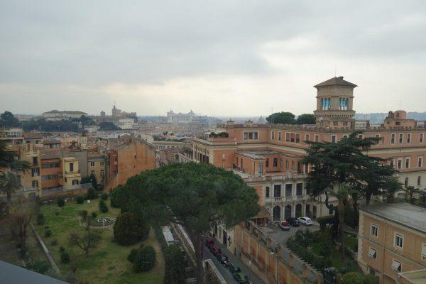 聖ピエトロ大聖堂やヴィットリアーノの景色