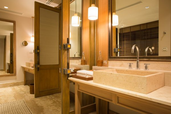 オーシャンビュースイートジュニアヴィラの洗面所、バスルーム