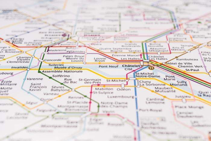 パリを網羅する地下鉄の路線図