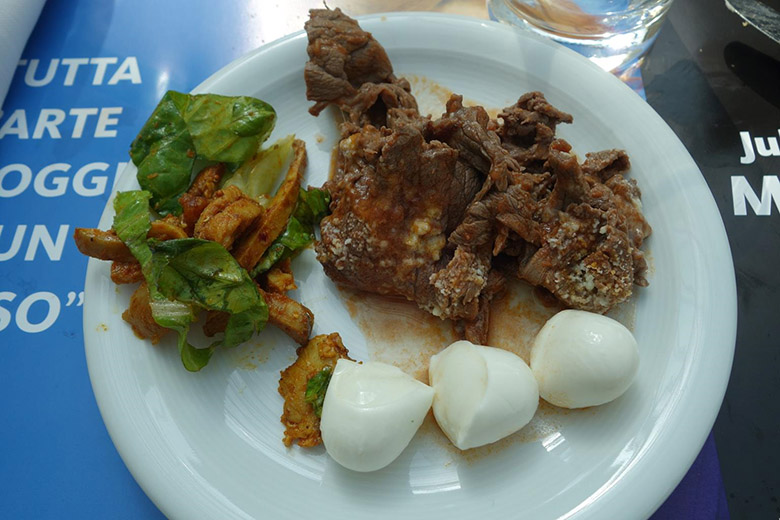 「 アントネッロ・コロンナ-オープン」ビュッフェ 肉料理