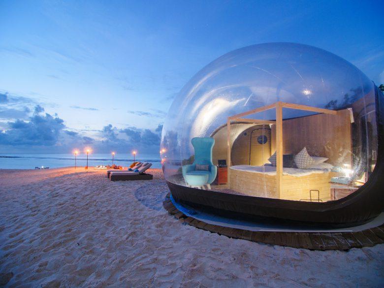 個性派におすすめなのがビーチバブルテントへの宿泊プラン