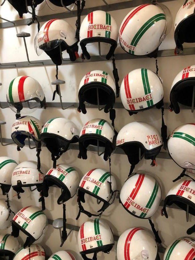 イタリアンカラーのヘルメットがおしゃれ