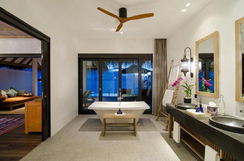 バスルームからも美しいラグーンが一望できる設計