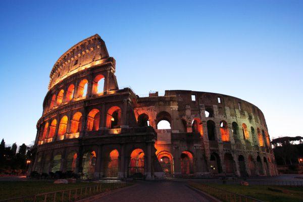 ローマのコロッセオは人気の観光先