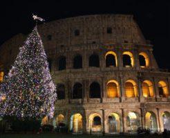 クリスマスライトアップされたコロッセオ