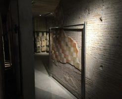 地下ツアーで2世紀のフレスコ画が楽しめます