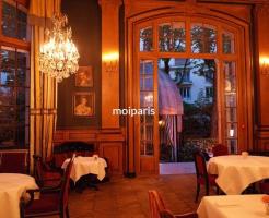セント・ジェームス・パリでロマンティックな夕べ