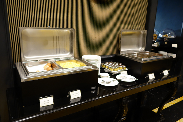保温器付きで卵料理などを提供