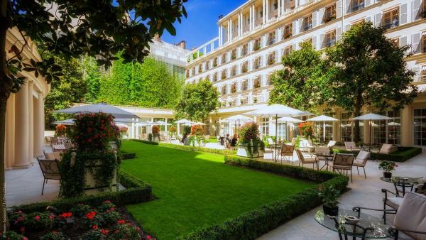 パリのど真ん中に広々とした中庭があるホテル