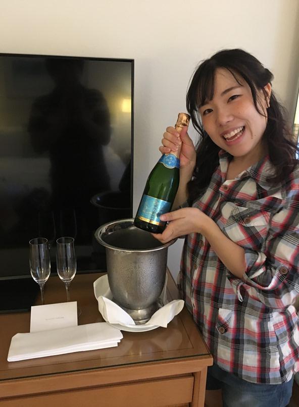 スパークリングワインのサービス