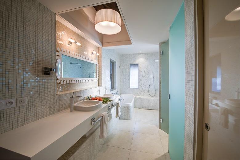 モツジュニア水上バンガローのバスルーム
